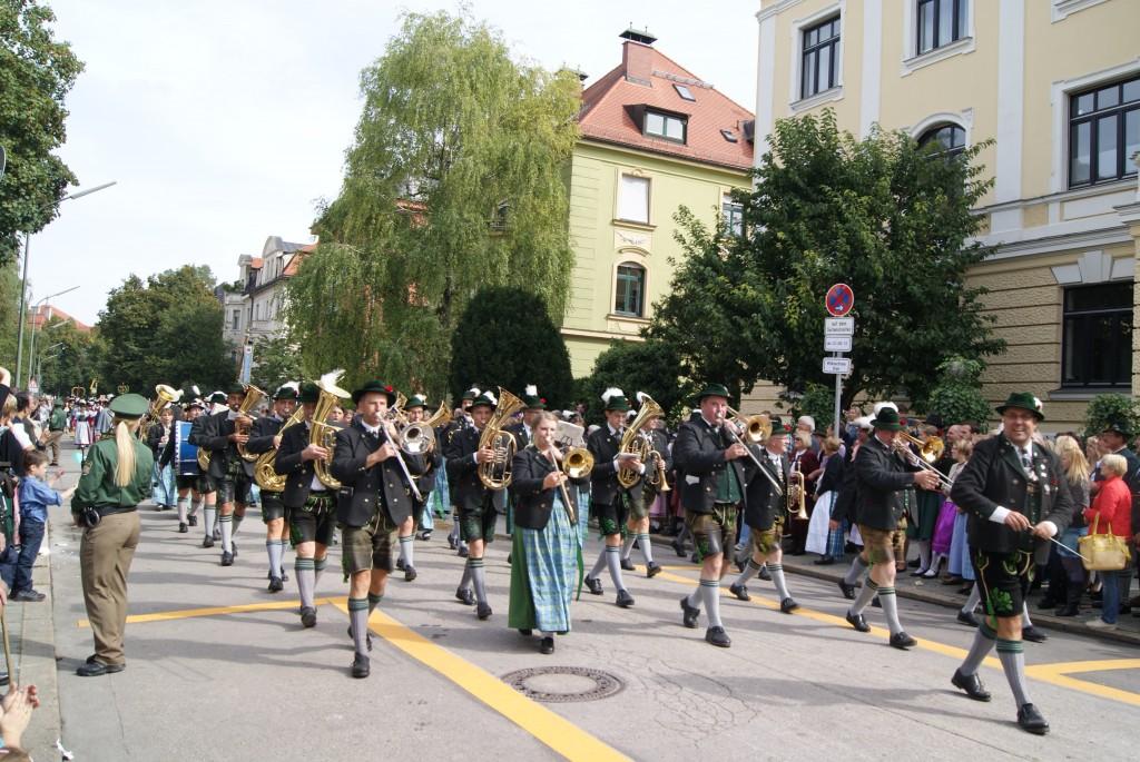 Pollinger Blasmusik am Schützen- und Trachtenumzug am Münchener Oktoberfest 2013