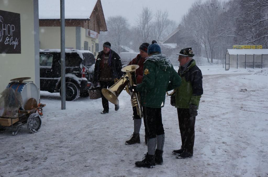 Neujahranblasen 2014 bei Schneefall
